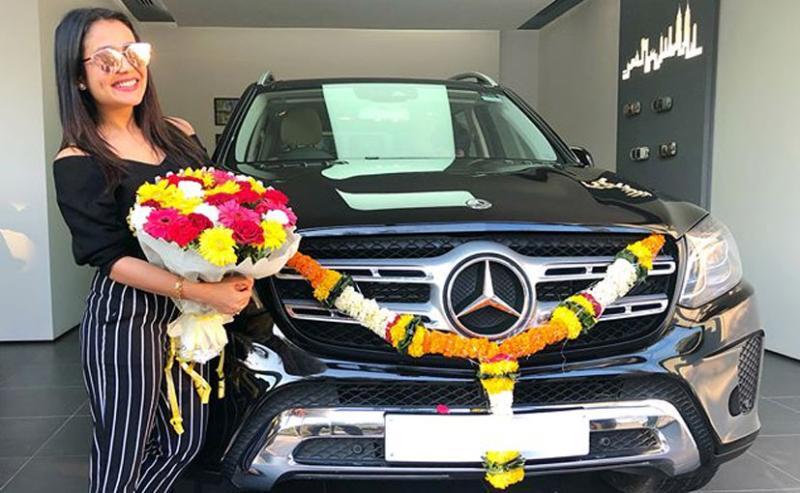 Mercedes Benz GLS SUV है गायिका Neha Kakkar की लेटेस्ट खरीद