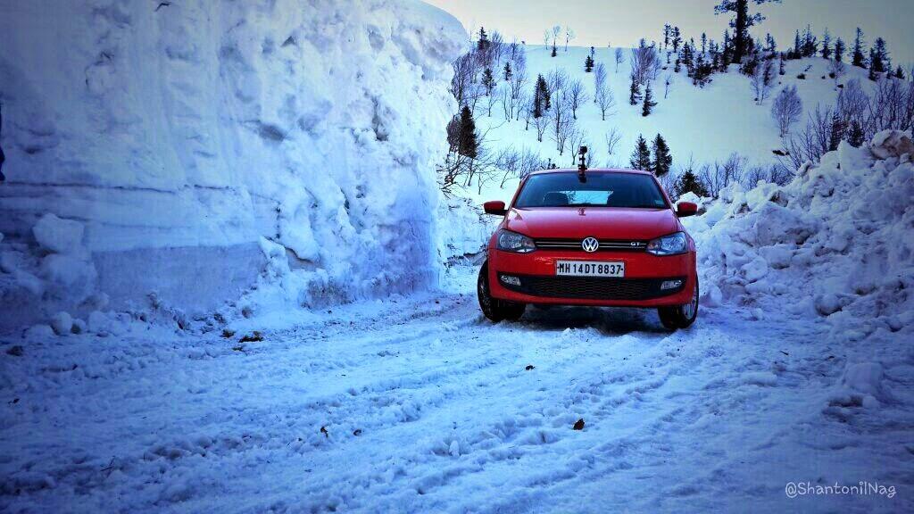 Snow Driving के लिए 4×4 SUV ज़रूरी नहीं, खुद देखिये…