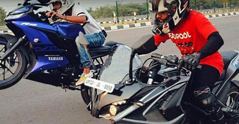 क्या Yamaha R15 V3 कम डिस्प्लेसमेंट के बावजूद Bajaj Pulsar RS200 को पीछे छोड़ देगी?