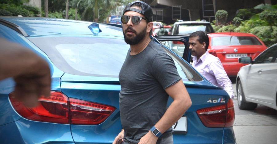 Bentley से Lamborghini तक; सिक्सर किंग Yuvraj Singh के गेराज में हैं ये कार्स!