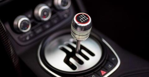क्या आप भी मैन्युअल कार चलते वक़्त ये 5 गलतियां कर रहे हैं?
