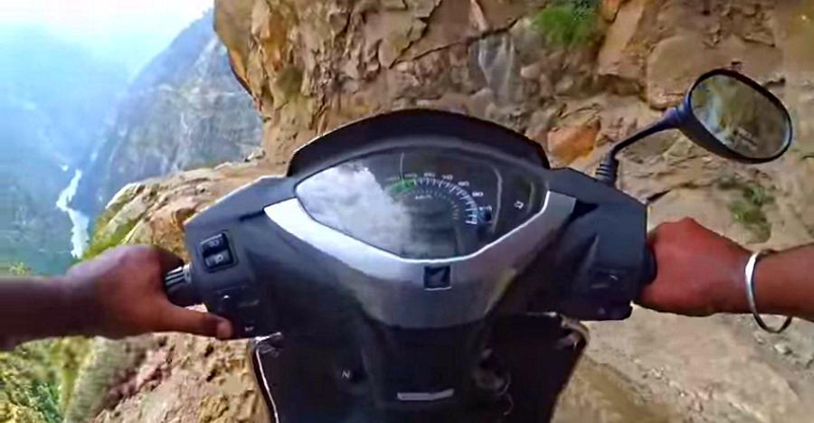 देखिये कैसे ये Honda Activa आसानी से Sach Pass और Killar-Kishtwar को पार कर जाती है!