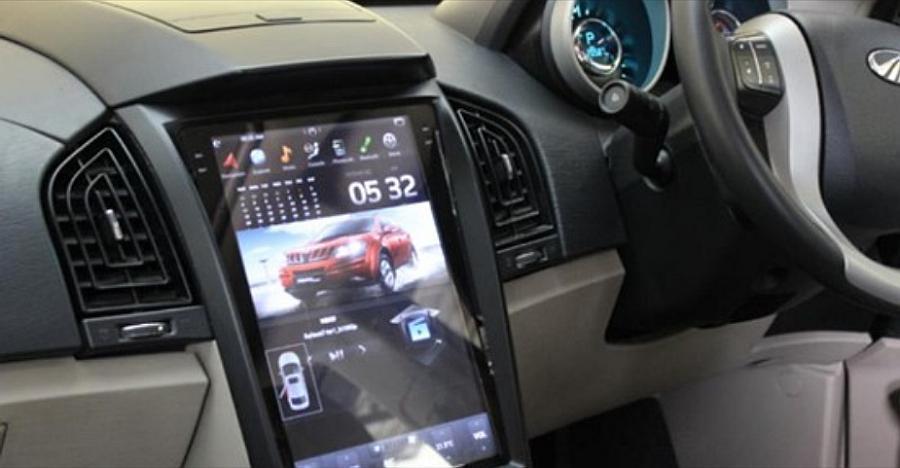 Tesla-स्टाइल टचस्क्रीन के साथ Mahindra XUV500 बेहद कूल लगती है [वीडियो]