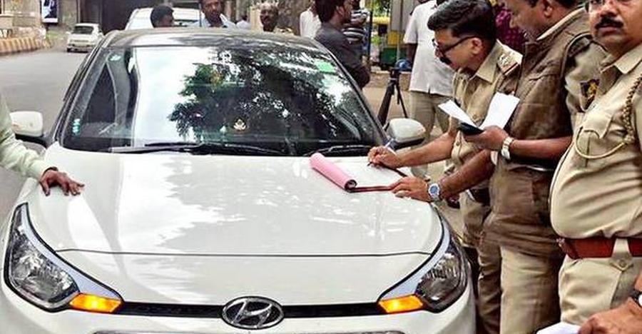 RTO अधिकारियों ने 'कार पूलिंग' के अपराध में जब्त की Hyundai i20 Elite
