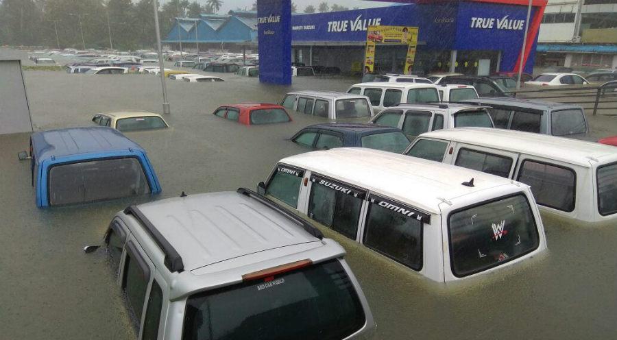 केरल के बाढ़ में बर्बाद हुईं 1,000 करोड़ रूपए की नयी गाड़ियाँ, कैसे आयेंगी वापस?