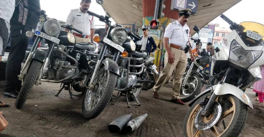 तेज़ आवाज़ वाले साइलेंसर्स पर एक बार फिर बरसा बैंगलोर पुलिस का प्रकोप!