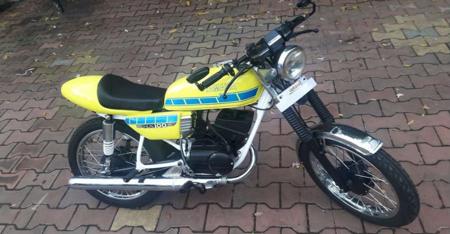 ये मॉडिफाइड कैफ़े रेसर Yamaha RX100 रेट्रो ज़माने की याद दिलाती है
