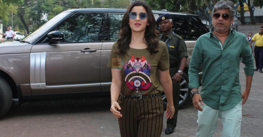 Alia Bhatt से Kareena Kapoor; बॉलीवुड अदाकाराओं की Range Rover SUVs