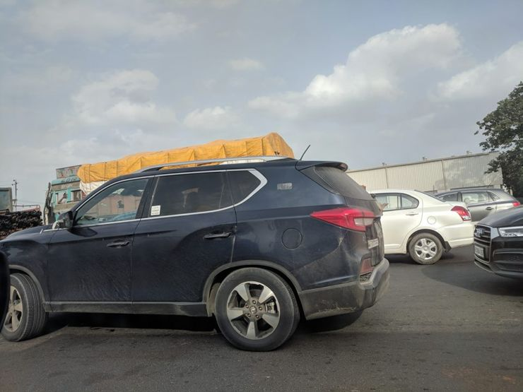 Mahindra Xuv700 Side Profile Spy Pic