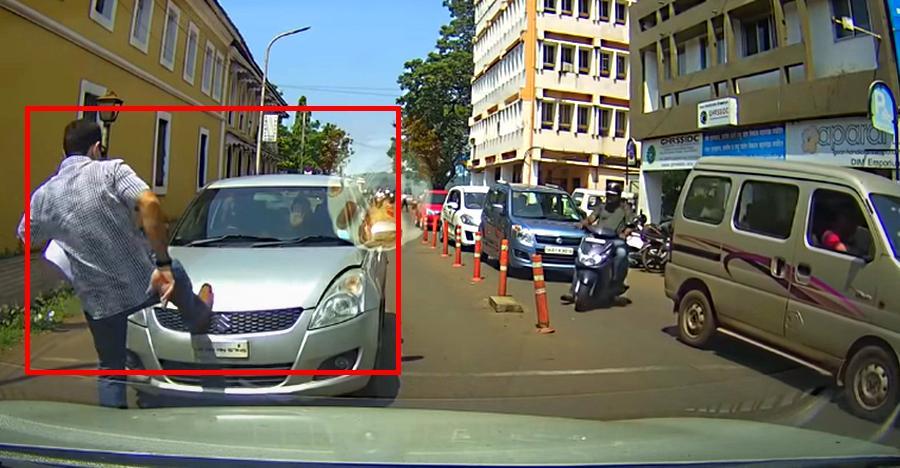 देखिये कैसे गलत तरफ चल रही गाड़ी पर इस राहगीर ने किया हमला! [विडियो]