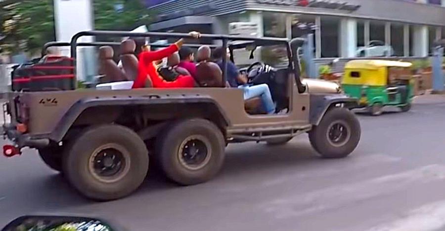 देखिये 6 चक्कों वाली Mahindra Thar 6X6 बैंगलोर के सड़कों पर कैसे दौड़ रही है [विडियो]