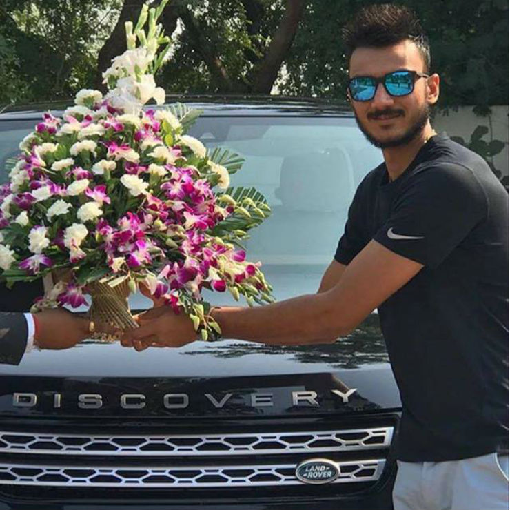 Axar Patel Land Rover