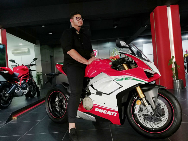 Ducati Panigale V4 Featured