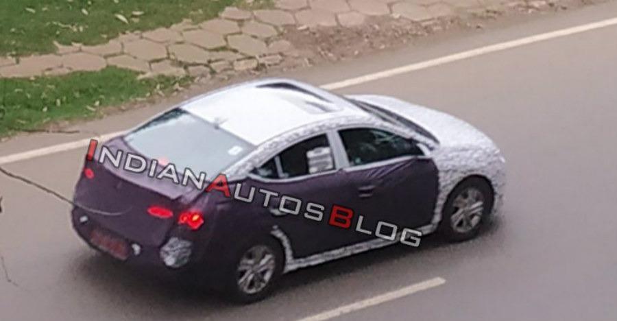 टेस्टिंग के दौरान नज़र आया Hyundai Elantra का नया संस्करण