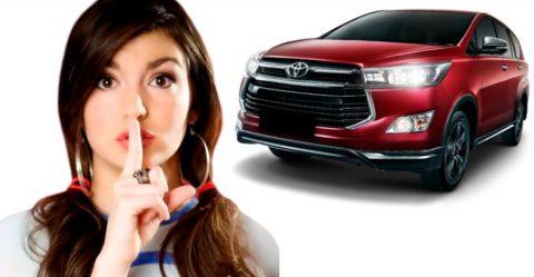 जानिये लोकप्रिय Toyota Innova Crysta के 5 शीर्ष ख़ुफ़िया फीचर्स