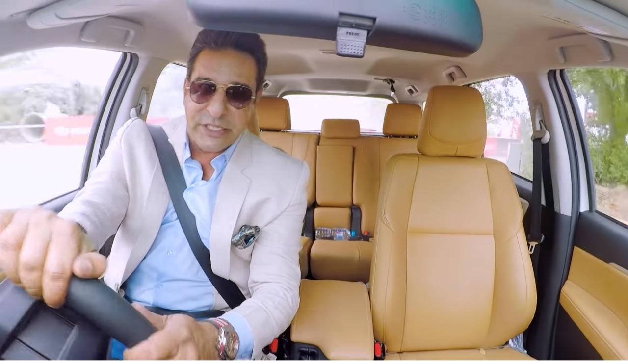 जब स्विंग के सुल्तान Wasim Akram ने आज़माया Toyota Fortuner SUV पर हाथ