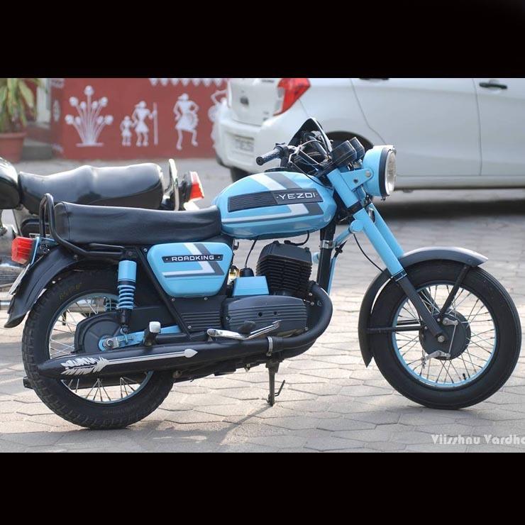 Yezdi Roadking Blue