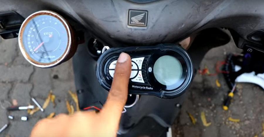 इस Honda Activa में लगा है कार जैसा म्यूजिक सिस्टम [विडियो]