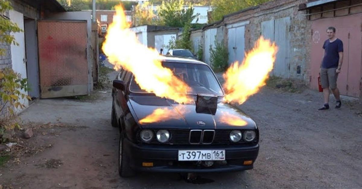 इस BMW E30 3 Series में फाइटर जेट MiG-23 का इंजन लगा हुआ है!