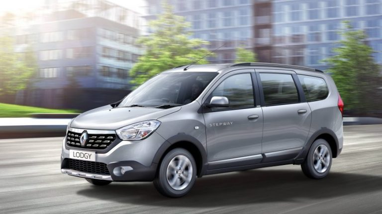 Renault Lodgy अब Maruti Ertiga और Mahindra Marazzo से है बहुत सस्ती: जानिए क्यों