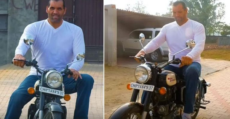 Great Khali एक Royal Enfield Classic और Bajaj Pulsar चलाते हुए ऐसे दिखते हैं!