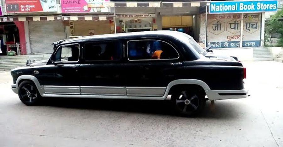 यह Hindustan Ambassador Limousine शाही दिखता है [Video]