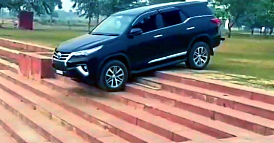 5 एसयूवी जो चढ़ाई वाली सीढ़ियों को आसान बनाती हैं: Toyota Fortuner से Mahindra Thar तक [वीडियो]