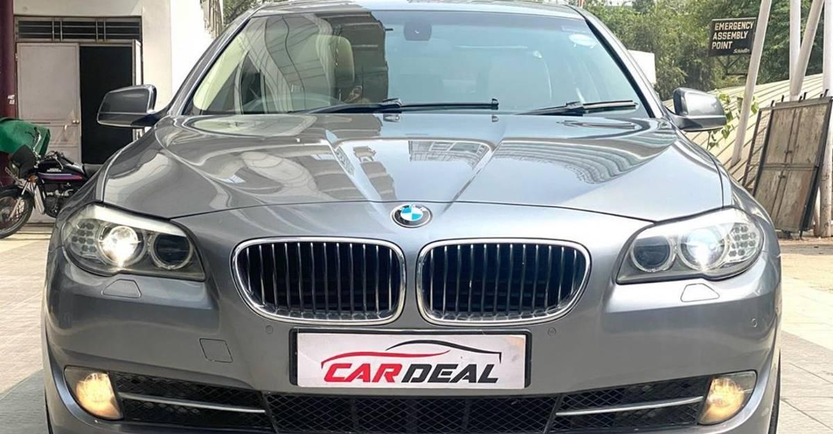 अच्छी तरह से रखा इस्तेमाल हुई BMW 5-Series की लक्ज़री सेडान Maruti Dzire की कीमतों पर बिकने वाली है