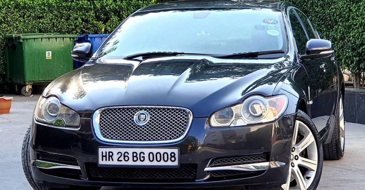 एक Maruti Ciaz की तुलना में Jaguar XF डीजल सस्ता है