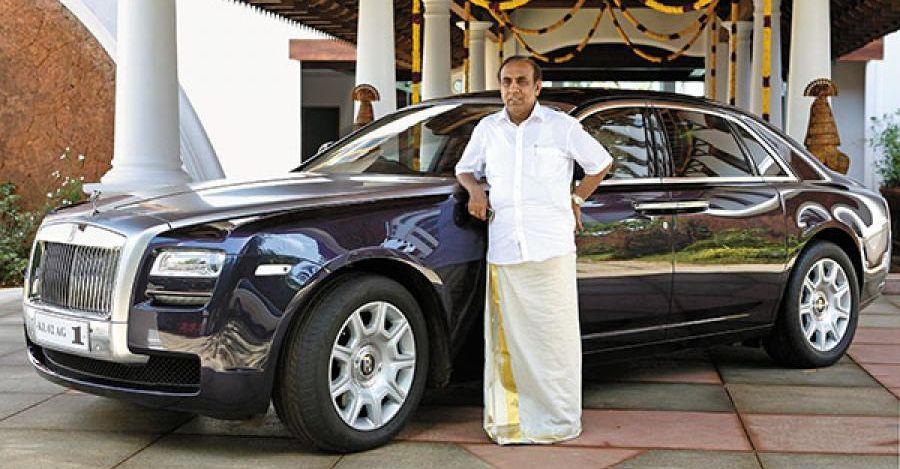 एक किसान के बेटे से लेकर Rolls Royce and Mercedes के एक अरबपति मालिक तक: यह उसकी कहानी है
