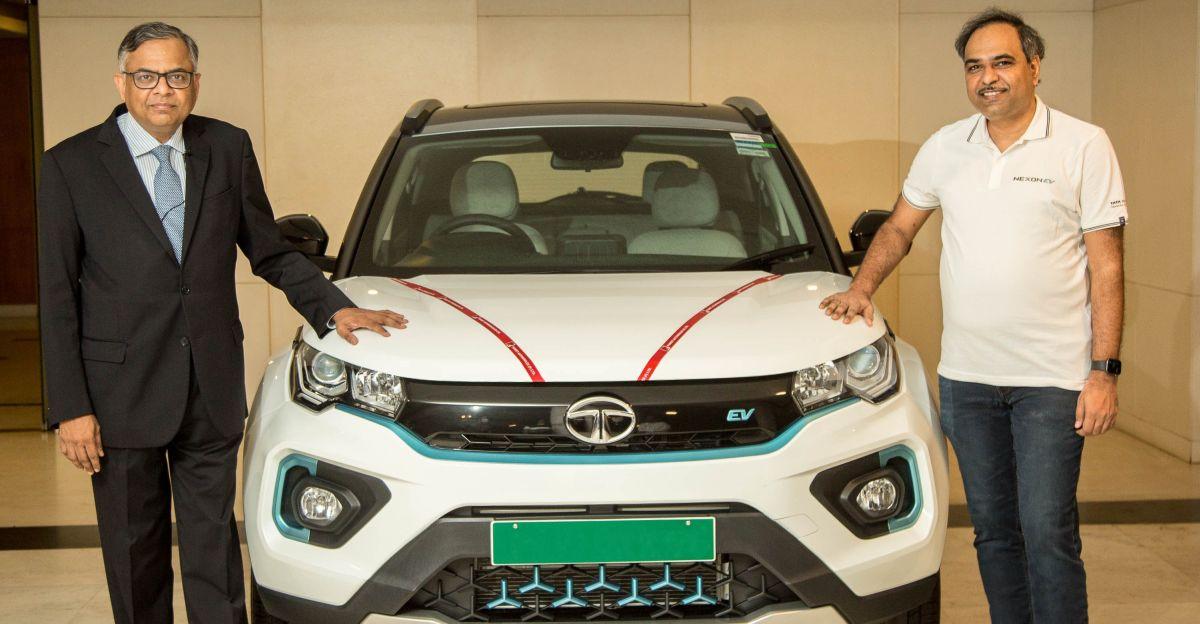 Tata के चेयरमैन ने भारत की सबसे ज्यादा बिकने वाली इलेक्ट्रिक कार नेक्सॉन ईवी की डिलीवरी ली