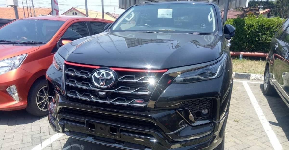 Toyota Fortuner TRD फेसलिफ्ट को आधिकारिक लॉन्च से पहले स्पॉट किया गया