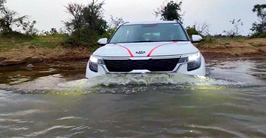 Seltos पानी की वैडिंग करता है लेकिन क्या आपको कॉम्पैक्ट SUVs में ऐसी चीजों का प्रयास करना चाहिए? [वीडियो]