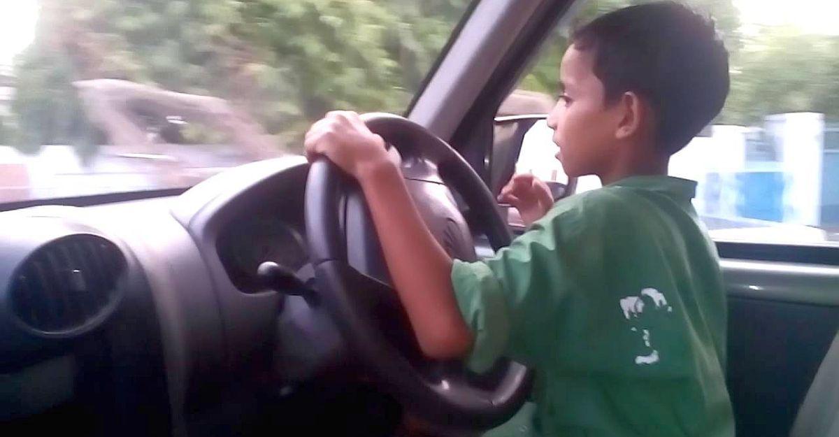 7 साल का बच्चा Mahindra Scorpio एसयूवी चला रहा है, जो आप अपने बच्चों को बिल्कुल नहीं करना देना चाहते [वीडियो]