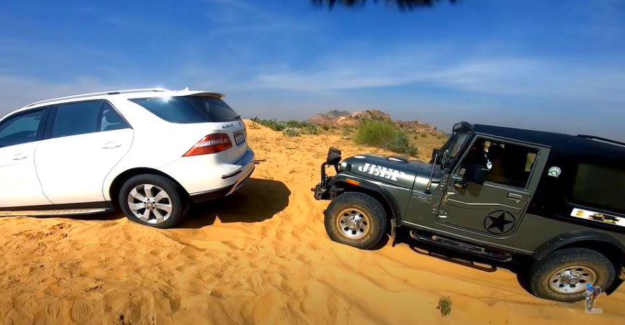 फसी हुई Mercedes बेंज SUV के बचाव के लिए Mahindra Thar [Video]