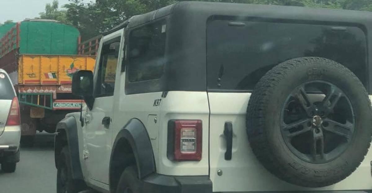 Mahindra ने सफेद और चांदी सहित नए रंगों में Thar का परीक्षण किया