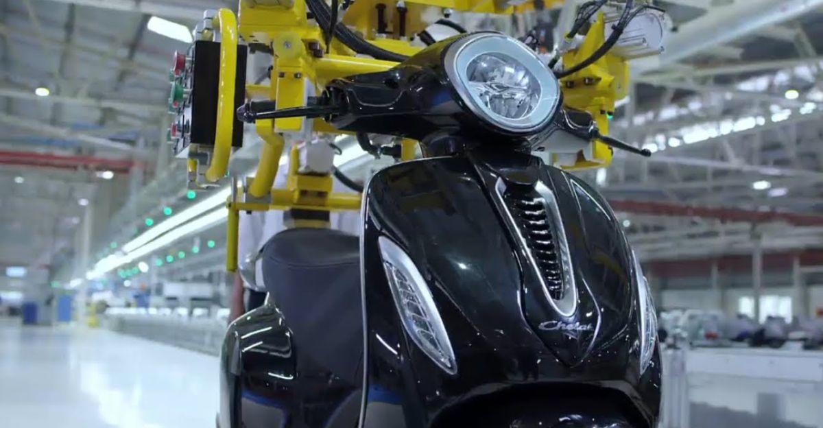 Bajaj Auto ने KTM, Husqvarna मोटरसाइकिल, और Chetak इलेक्ट्रिक स्कूटर बनाने के लिए नए कारखाने का निर्माण किया