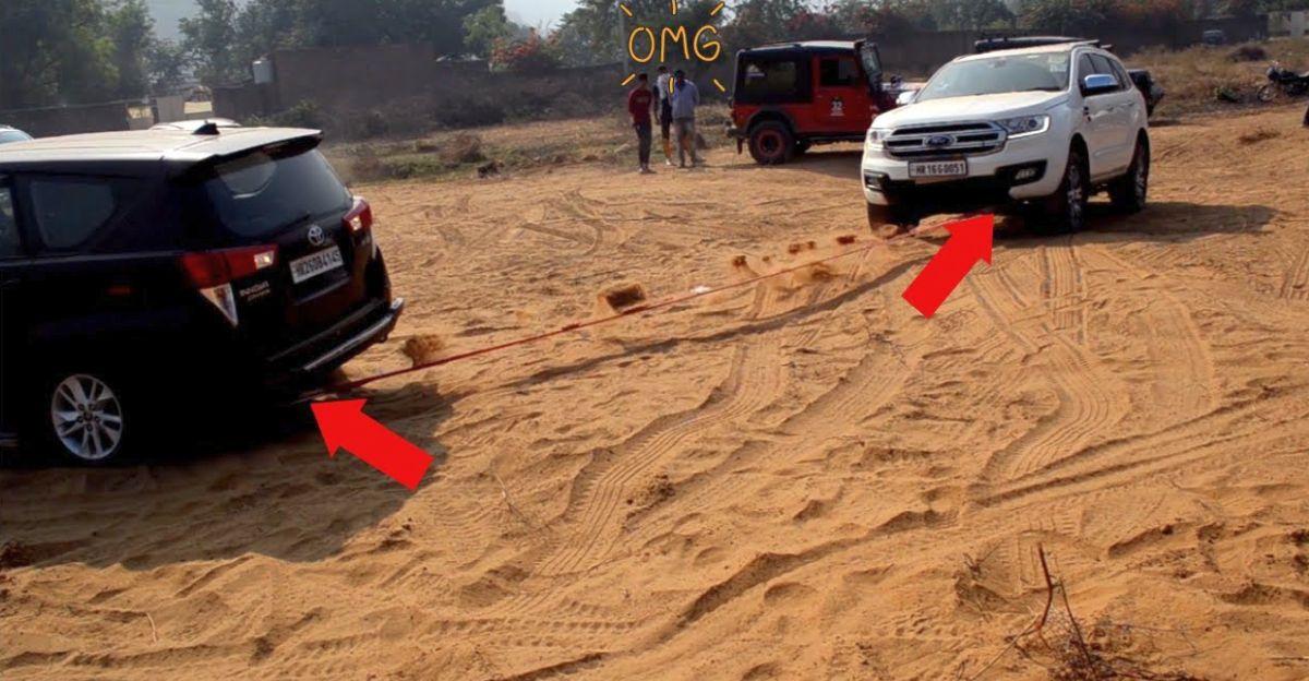 Ford Endeavour ने रेत में फंसी Toyota Innova को बचाया