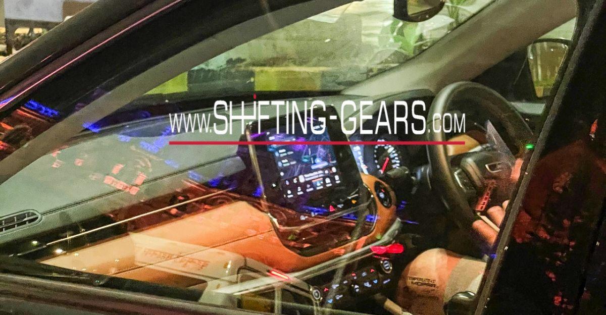 Jeep Compass Facelift लॉन्च से पहले Spied, जो अंदरूनी हिस्सों को दिखाती है