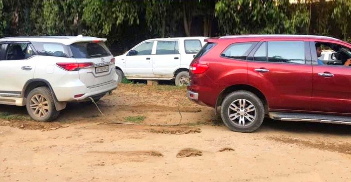 Ford Endeavour और Toyota Fortuner के बिच Classic Tug Of War