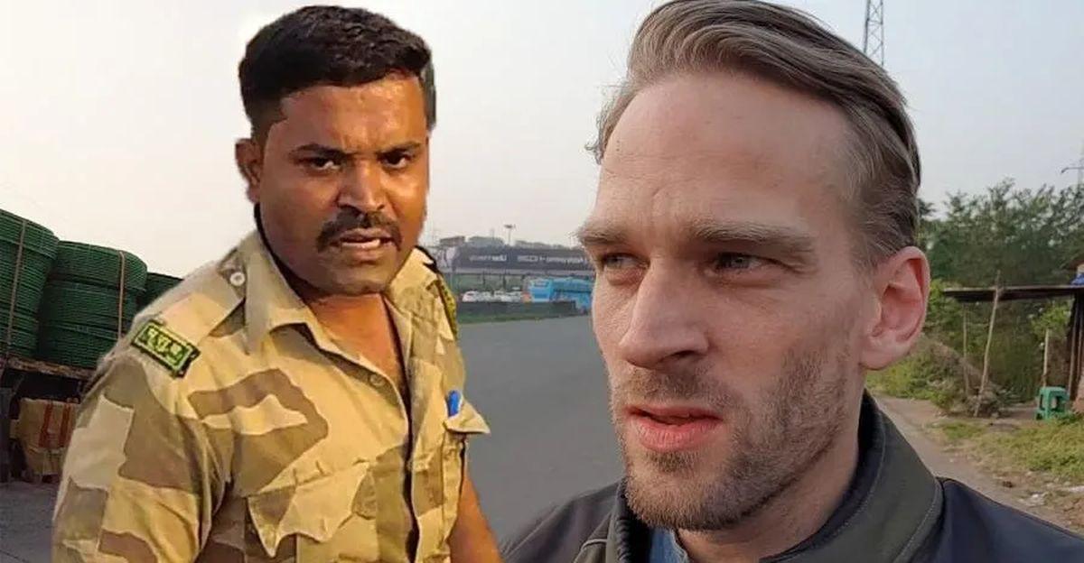 Royal Enfield पर भारतीय कॉप और विदेशी बाइकर: आगे जो हुआ वह आपको हैरान कर देगा [वीडियो]