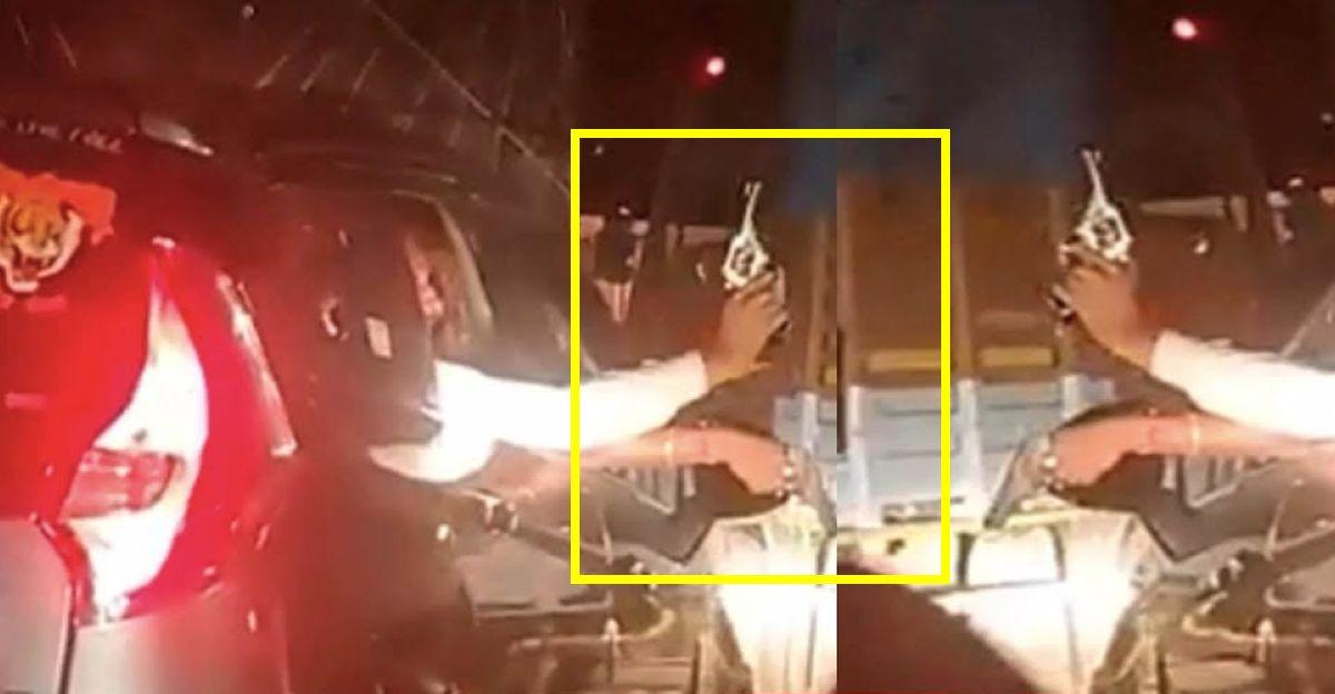 महाराष्ट्र हाईवे पर ट्रकों को ओवरटेक करने के लिए व्यक्ति Mahindra Marazzo से बंदूक दिखाते हैं