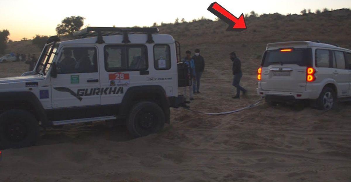 Mahindra Scorpio रेत में फंसने के बाद फोर्स Gurkha द्वारा बचाया गया