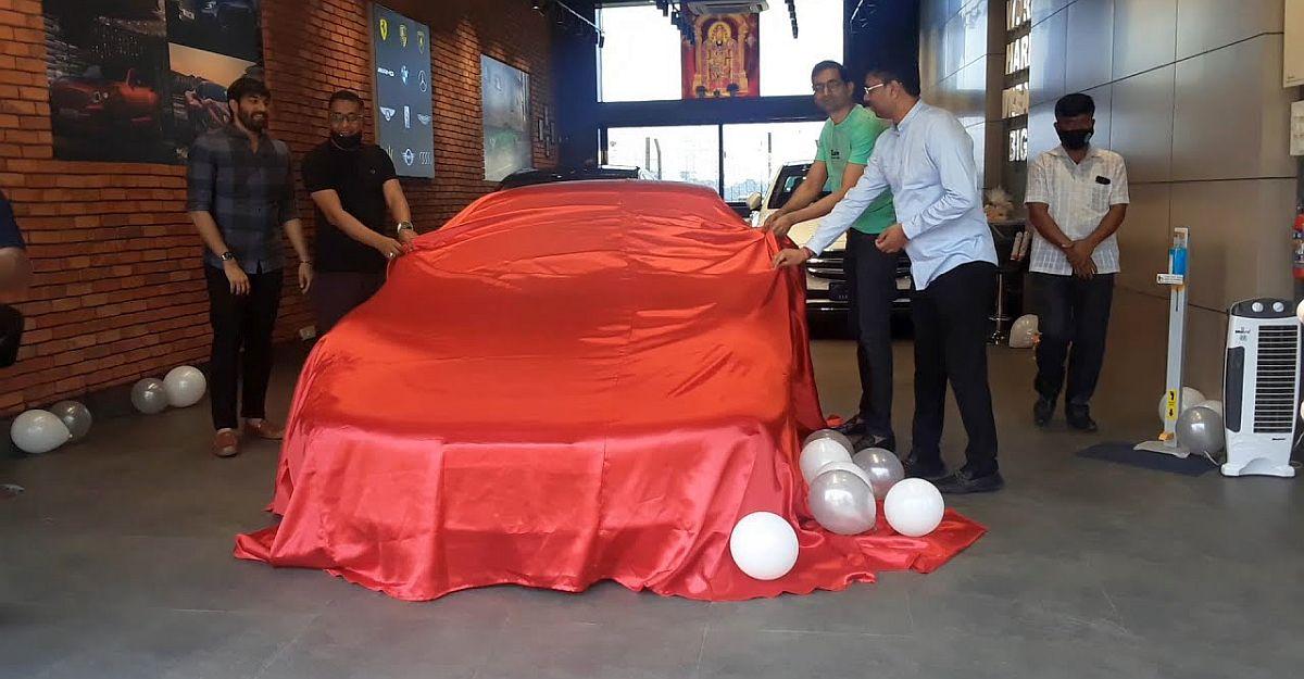 देखें 3 Crore रु की Porsche 911 Turbo Supercar को दिया जा रहा है