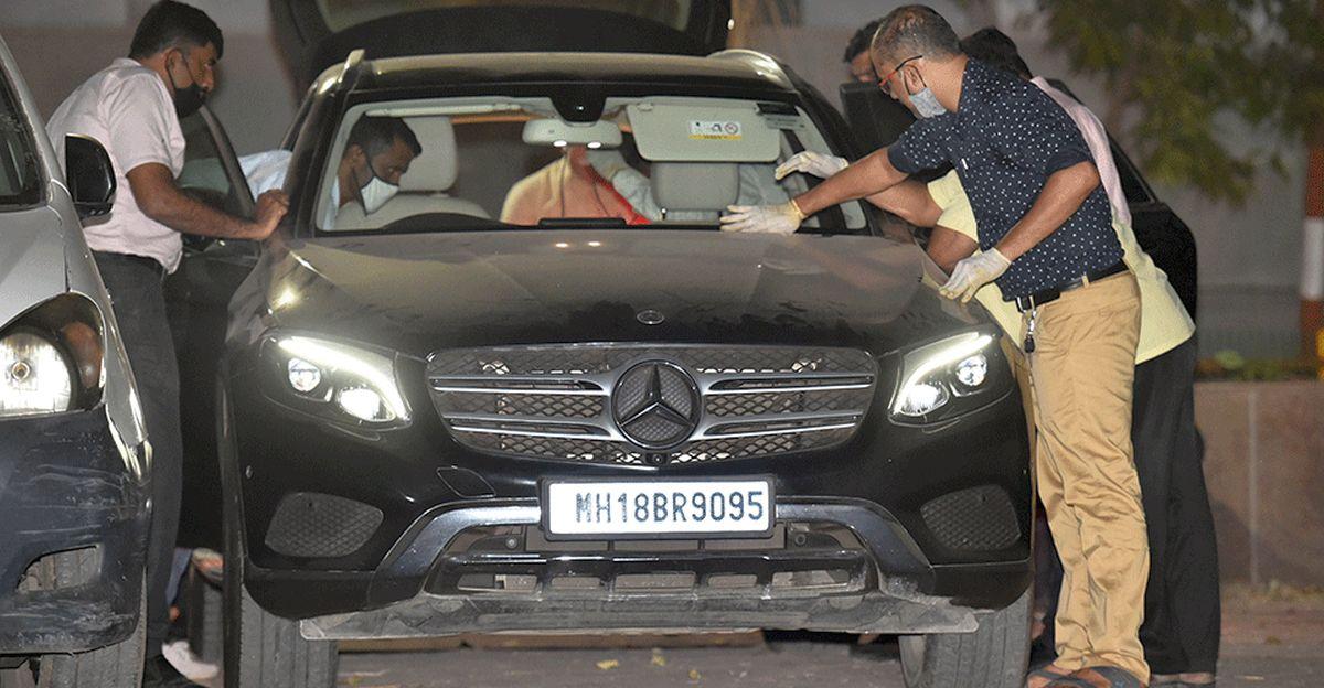 कथित तौर पर Asst Police Inspector Sachin Waze द्वारा संचालित Mercedes Benz को NIA ने जब्त कर लिया