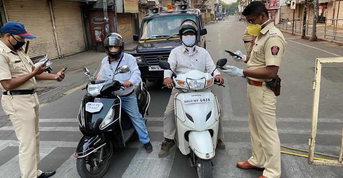 महाराष्ट्र पुलिस ने COVID-19 रात के कर्फ्यू उल्लंघनकर्ताओं के वाहन और ड्राइविंग लाइसेंस को जब्त किया