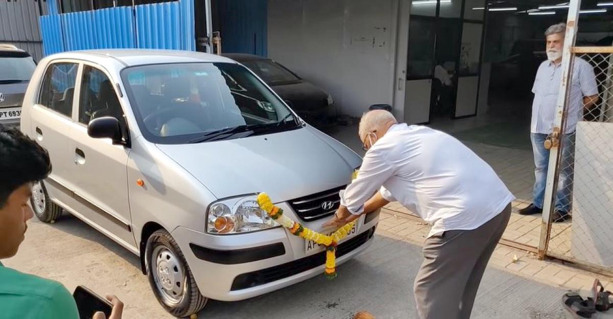 16 साल की Hyundai Santro Xing खूबसूरती से बहाल किया गया [वीडियो]