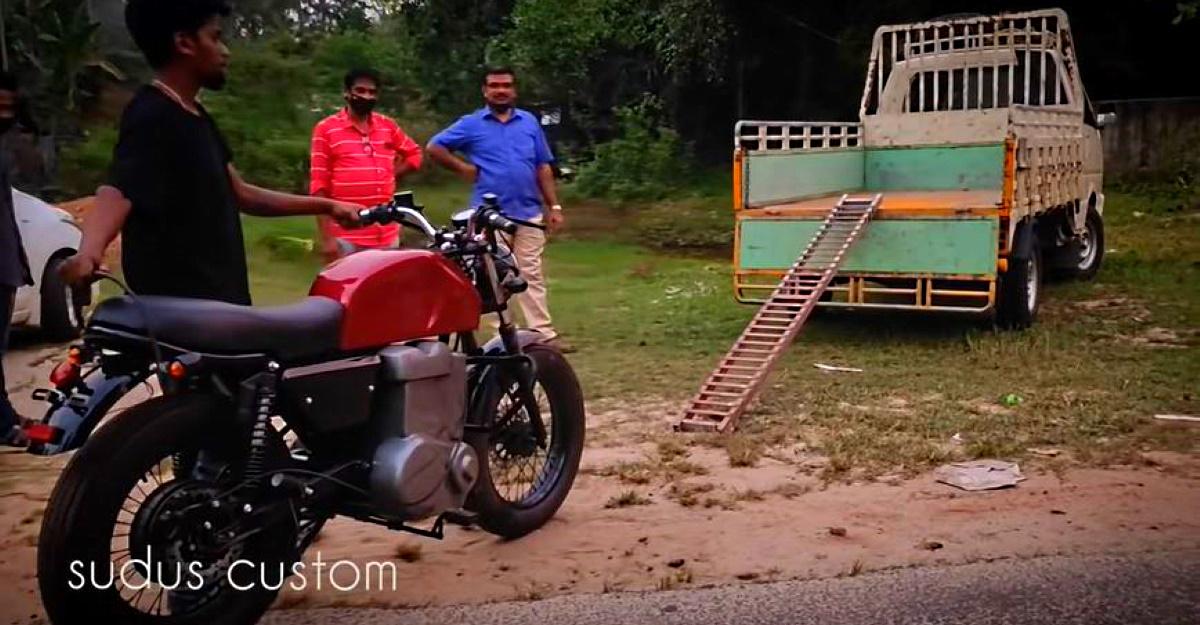 केरल का एक व्यक्ति घर में ही इलेक्ट्रिक मोटरसाइकिल बनाया