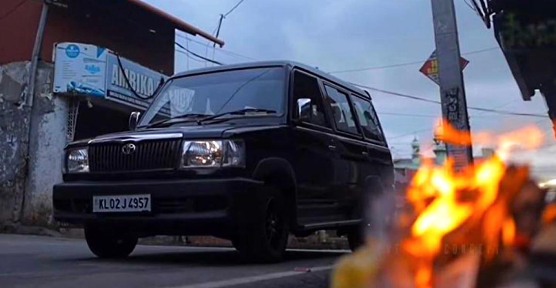 पुराने Toyota Qualis MPV को वीडियो में खूबसूरती से बहाल किया गया