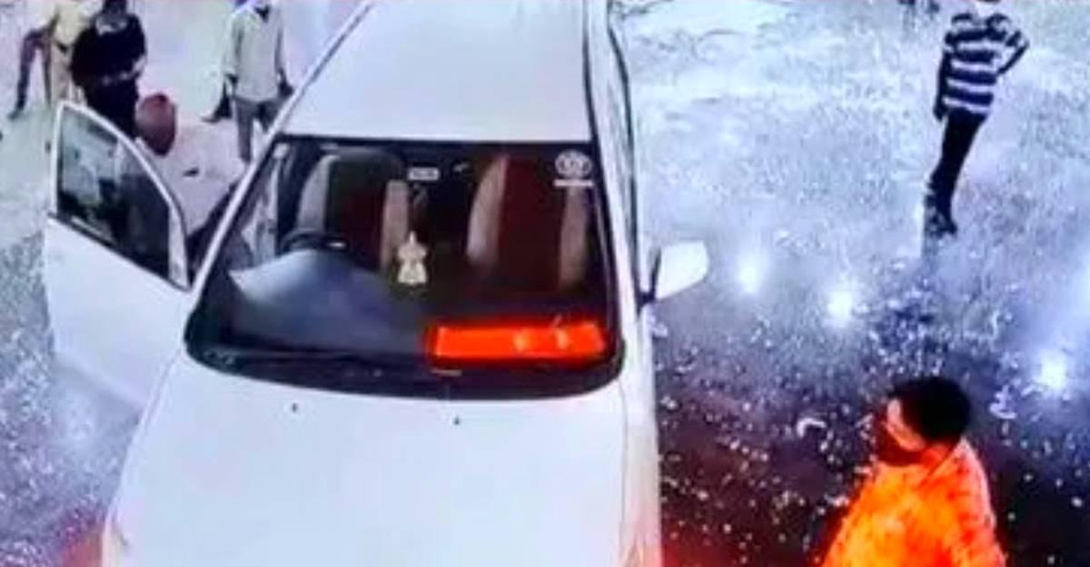 अपने पिता के COVID से निधन के बाद भाजपा नेता ने Toyota Innova को अस्पताल में घुसा दिया